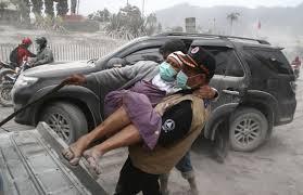 Свыше 20 000 человек были эвакуированы из-за извержения вулкана в Индонезии