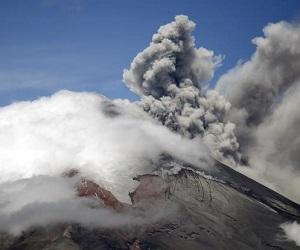 Вулкан Асо в Японии снова взорвался